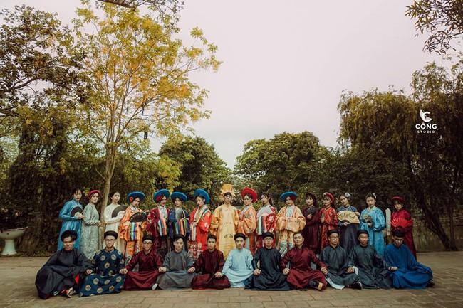 Ngắm trọn bộ ảnh kỷ yếu lớp chuyên Pháp trường Lê Hồng Phong - Nam Định  với 28 bộ đồ cổ trang thuê từ nhà thiết kế phim Phượng Khấu, MV Hòa Minzy - Ảnh 2.
