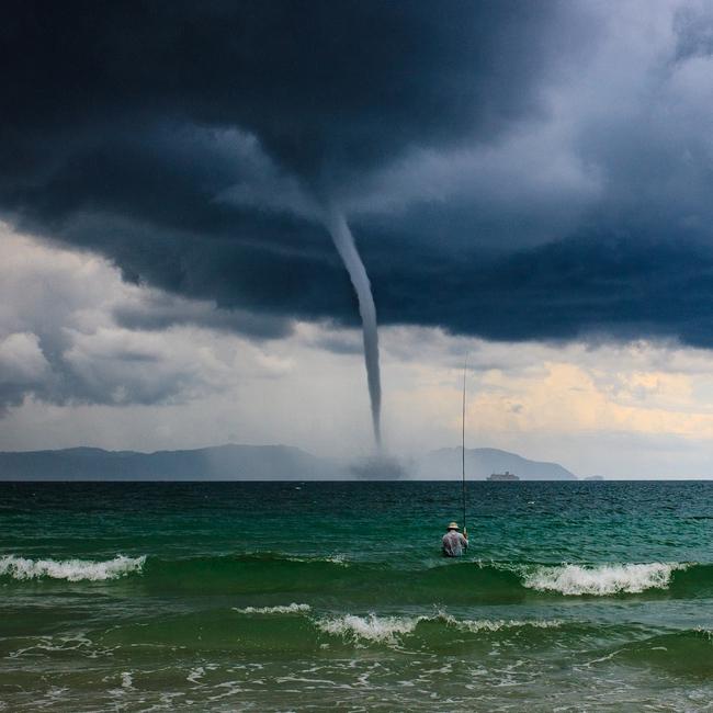 """Bức ảnh """"Ông già và biển cả"""" phiên bản Việt lọt top 1 ảnh về câu chuyện đại dương do National Geographic bình chọn và chia sẻ đầu tiên của chính tác giả - Ảnh 1."""