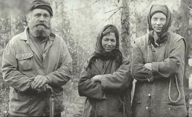 Suốt 40 năm, một gia đình người Nga sống cô lập trong vùng núi hoang dã tận cùng của Trái đất và cắt đứt mọi liên hệ với nền văn minh nhân loại - Ảnh 4.