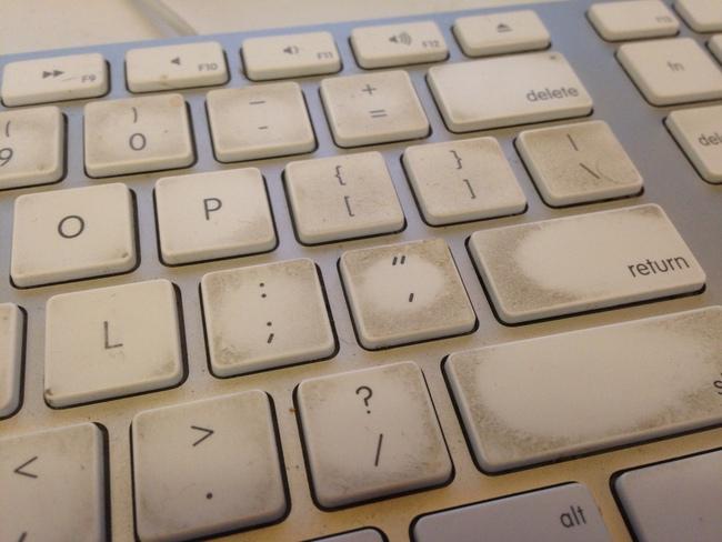 Vệ sinh laptop đơn giản bằng những món dưới đây, tốn chỉ vài chục ngàn đồng mà máy tính lúc nào cũng sạch sẽ, hạn chế vi khuẩn làm hại sức khoẻ - Ảnh 1.