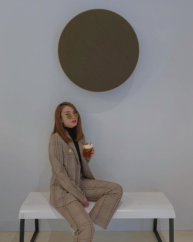 Yến Trang chia sẻ: Phải chi ngủ dậy lại ở một nơi xa nhỉ?.