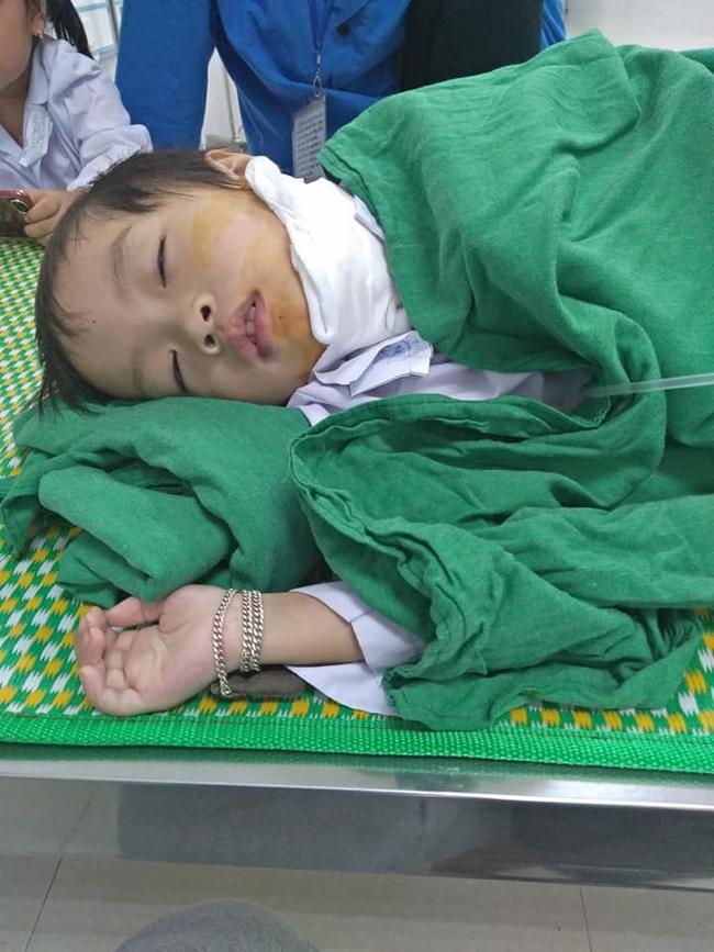 Hơn 50 triệu đồng đến với người cha khuyết tật chạy grab kiếm tiền chữa bệnh cho hai con thơ mắc bệnh hiểm nghèo - Ảnh 1.
