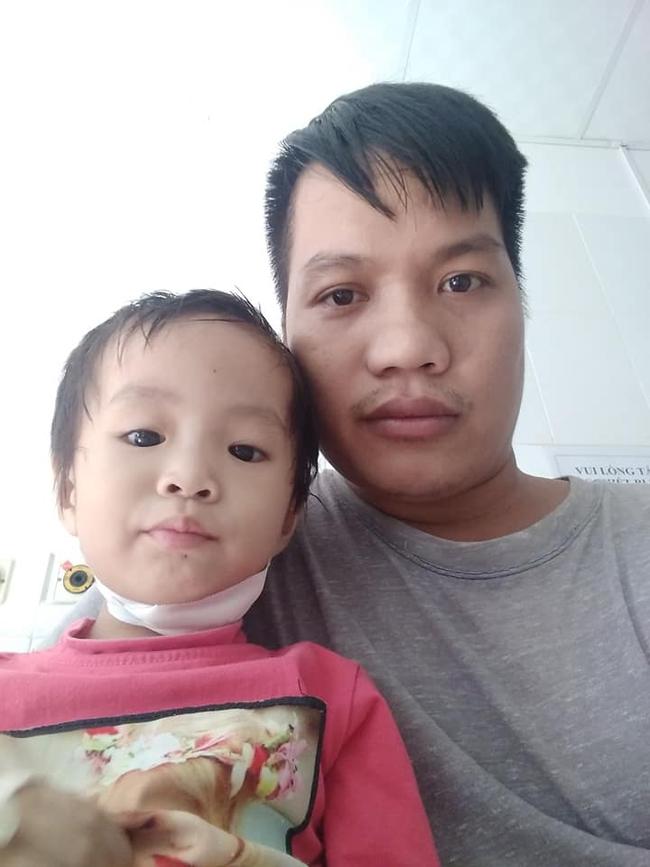 Hơn 50 triệu đồng đến với người cha khuyết tật chạy grab kiếm tiền chữa bệnh cho hai con thơ mắc bệnh hiểm nghèo - Ảnh 3.