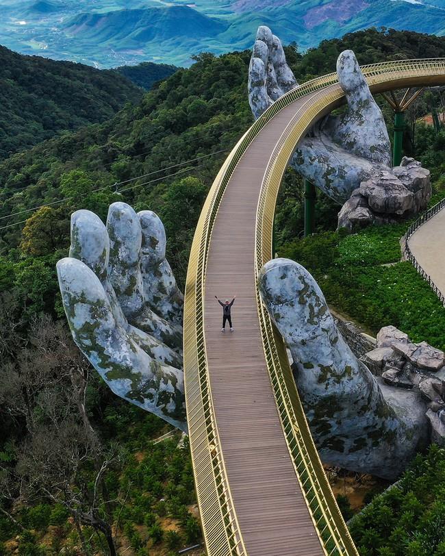 Vượt qua 10.000 đối thủ, bức ảnh Cầu Vàng của Việt Nam xuất sắc giành chiến thắng giải nhiếp ảnh Architecture 2020 - Ảnh 1.