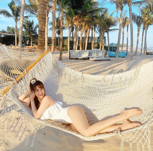 """Mới vào hè mà dàn mỹ nhân Việt đã thi nhau diện bikini khoe body """"cực gắt"""": Hội trên 30 tuổi """"chặt đẹp"""" lứa đàn em 9X - Ảnh 4."""