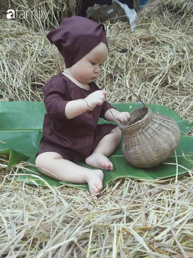 """Mẹ Sài Gòn tận dụng cây nhà lá vườn dựng bối cảnh chụp ảnh siêu yêu cho con, nhìn kho ảnh ai nấy """"phục sát đất"""" - Ảnh 14."""