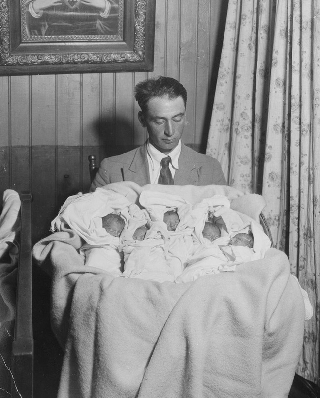 Cuộc đời đầy gian truân của 5 chị em gái trong ca sinh 5 đầu tiên vô cùng hiếm trên thế giới, trở thành trò mua vui cho thiên hạ rồi bị cha đẻ lạm dụng - Ảnh 2.