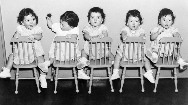 Cuộc đời đầy gian truân của 5 chị em gái trong ca sinh 5 đầu tiên vô cùng hiếm trên thế giới, trở thành trò mua vui cho thiên hạ rồi bị cha đẻ lạm dụng - Ảnh 3.