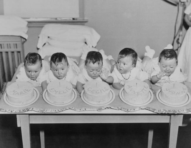 Cuộc đời đầy gian truân của 5 chị em gái trong ca sinh 5 đầu tiên vô cùng hiếm trên thế giới, trở thành trò mua vui cho thiên hạ rồi bị cha đẻ lạm dụng - Ảnh 4.