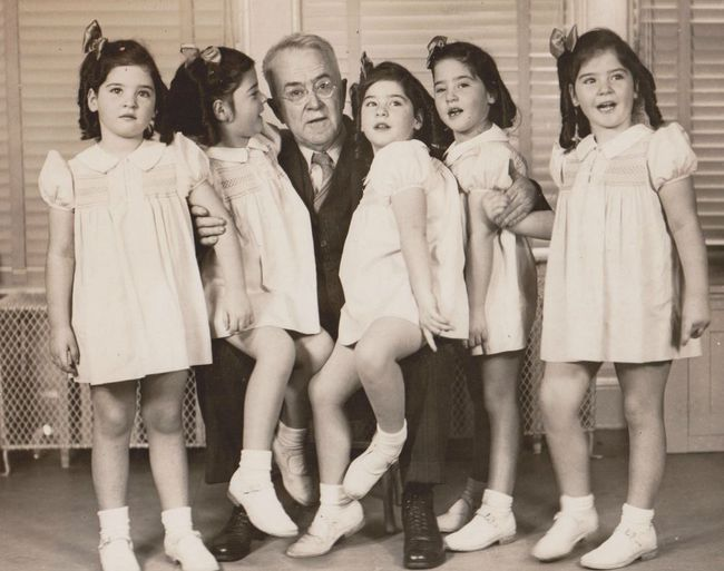 Cuộc đời đầy gian truân của 5 chị em gái trong ca sinh 5 đầu tiên vô cùng hiếm trên thế giới, trở thành trò mua vui cho thiên hạ rồi bị cha đẻ lạm dụng - Ảnh 6.