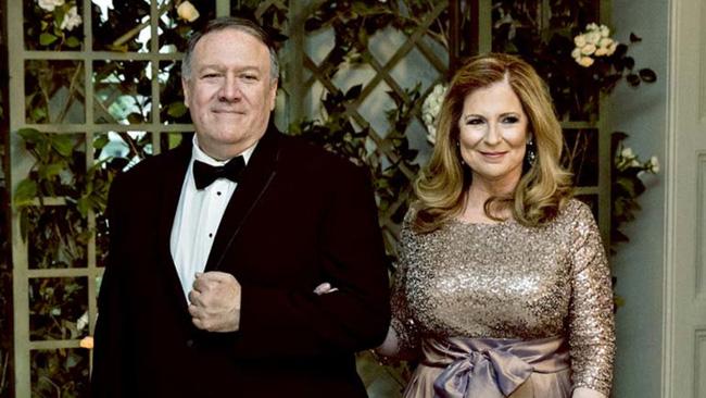 Sự thật ít ai biết đằng sau bức ảnh ngoại trưởng Mỹ đeo tạp dề, đứng rửa bát cho vợ gây sốt cộng đồng mạng - Ảnh 4.