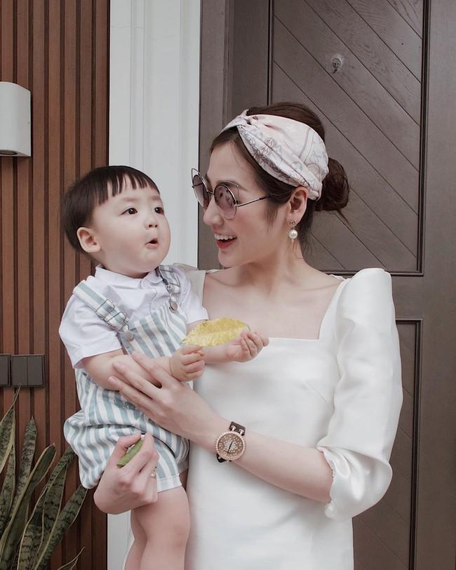 """Chiêm ngưỡng 11 outfit đẹp quá mức quy định của mỹ nhân Việt, bạn sẽ muốn """"quẩy"""" đồ trắng tới bến trong Hè này - Ảnh 11."""