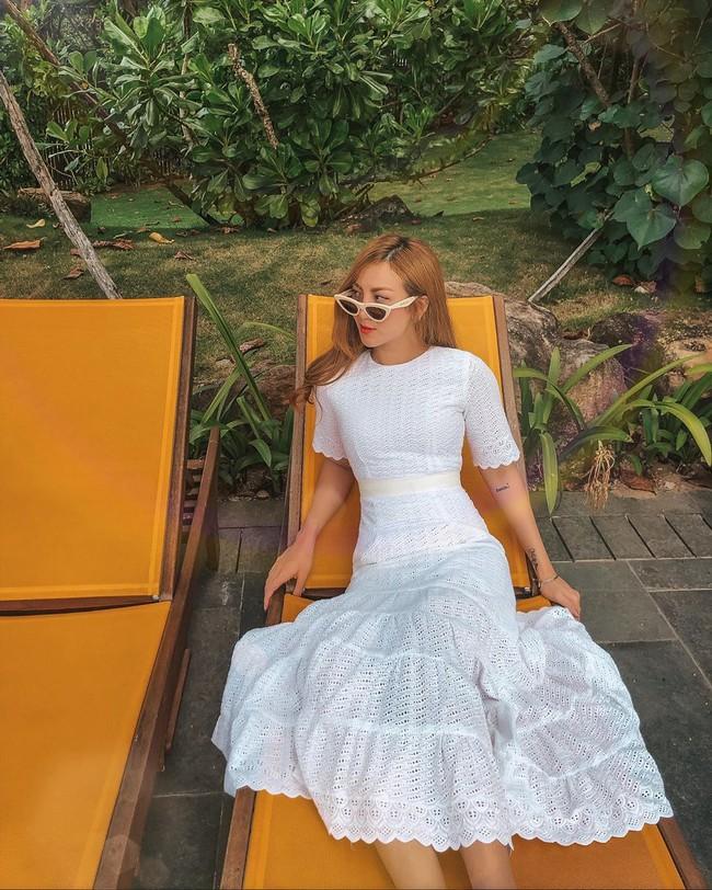"""Chiêm ngưỡng 11 outfit đẹp quá mức quy định của mỹ nhân Việt, bạn sẽ muốn """"quẩy"""" đồ trắng tới bến trong Hè này - Ảnh 10."""