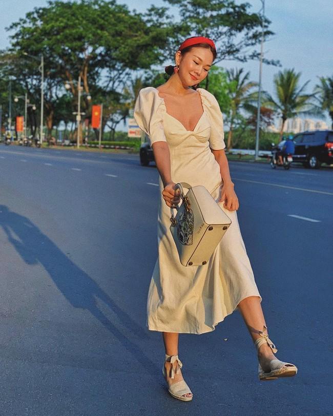 """Chiêm ngưỡng 11 outfit đẹp quá mức quy định của mỹ nhân Việt, bạn sẽ muốn """"quẩy"""" đồ trắng tới bến trong Hè này - Ảnh 5."""