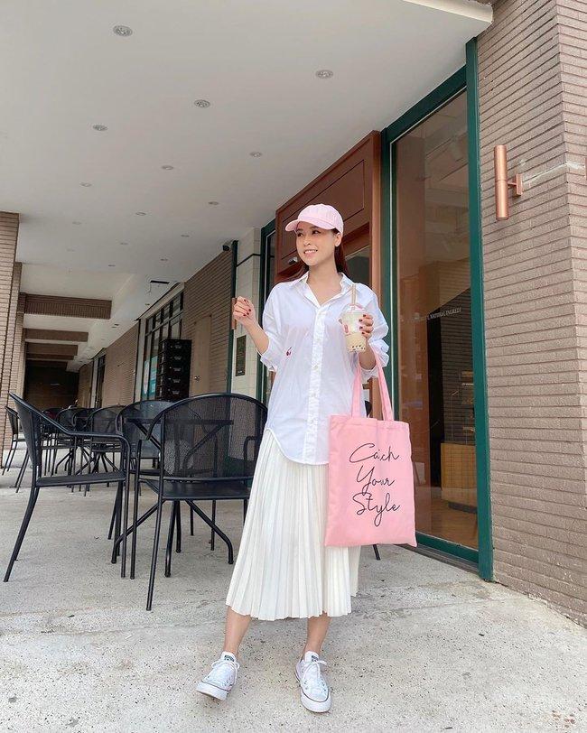 """Chiêm ngưỡng 11 outfit đẹp quá mức quy định của mỹ nhân Việt, bạn sẽ muốn """"quẩy"""" đồ trắng tới bến trong Hè này - Ảnh 4."""