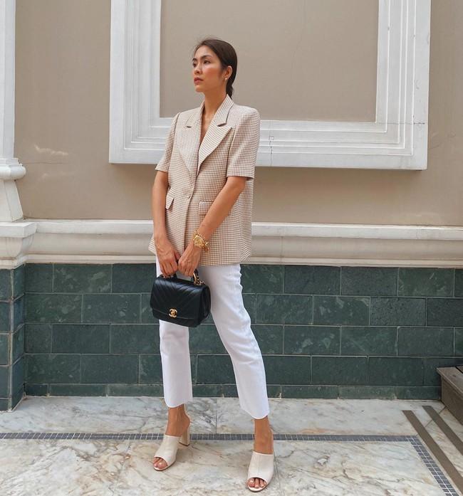 """Chiêm ngưỡng 11 outfit đẹp quá mức quy định của mỹ nhân Việt, bạn sẽ muốn """"quẩy"""" đồ trắng tới bến trong Hè này - Ảnh 2."""