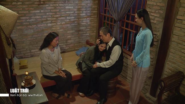 """""""Luật trời"""" tập 34: Sự thật tráo con bị phơi bày, bà Trang (Ngọc Lan) nhảy sông chạy trốn - Ảnh 7."""