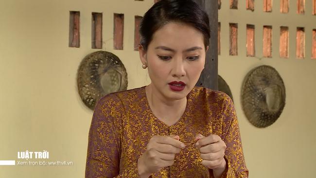 """""""Luật trời"""" tập 34: Sự thật tráo con bị phơi bày, bà Trang (Ngọc Lan) nhảy sông chạy trốn - Ảnh 4."""
