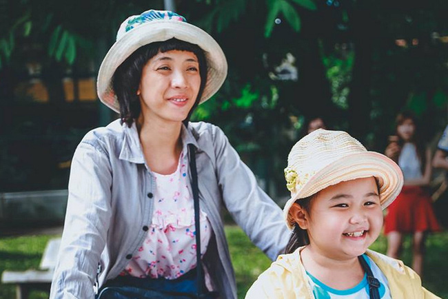 """Phim Việt về tình mẹ không thể bỏ qua: Thu Trang làm mẹ khờ nuôi con, Trương Ngọc Ánh gây sửng sốt với """"Áo lụa Hà Đông""""  - Ảnh 4."""