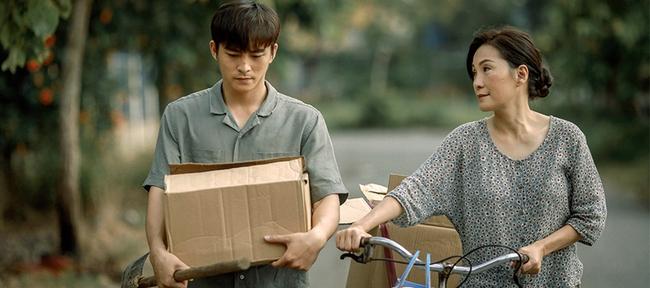 """Phim Việt về tình mẹ không thể bỏ qua: Thu Trang làm mẹ khờ nuôi con, Trương Ngọc Ánh gây sửng sốt với """"Áo lụa Hà Đông""""  - Ảnh 11."""