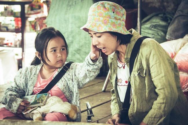 """Phim Việt về tình mẹ không thể bỏ qua: Thu Trang làm mẹ khờ nuôi con, Trương Ngọc Ánh gây sửng sốt với """"Áo lụa Hà Đông""""  - Ảnh 2."""