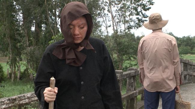 """""""Luật trời"""" tập cuối: Trang (Ngọc Lan) làm gái bao ở tuổi xế chiều nhưng cuối cùng lại bị tạt axit nát mặt - Ảnh 9."""