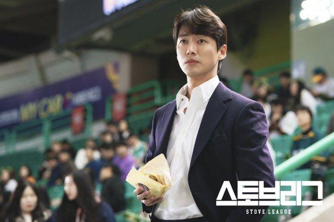 """Baeksang 2020 công bố đề cử: """"Hạ cánh nơi anh"""" chiếm 6 suất, Hyun Bin - Son Ye Jin """"hỗn chiến"""" với Park Seo Joon - Kim Hee Ae - Ảnh 9."""