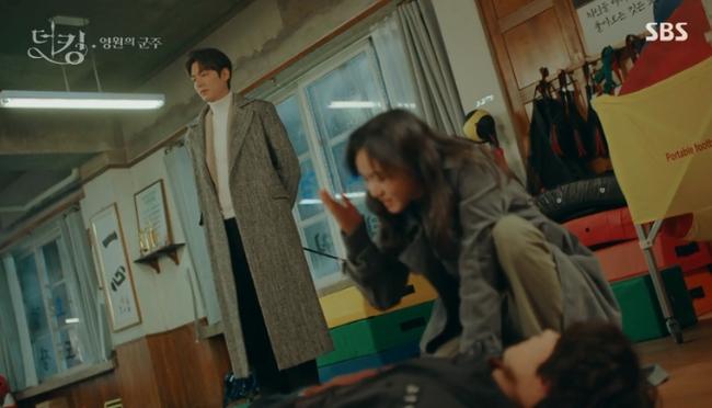 """""""Quân vương bất diệt"""" tập 7: Kim Go Eun đối đầu       cực căng với """"nữ thủ tướng"""" xinh đẹp, Lee Min Ho sẽ giải quyết thế nào? - Ảnh 7."""