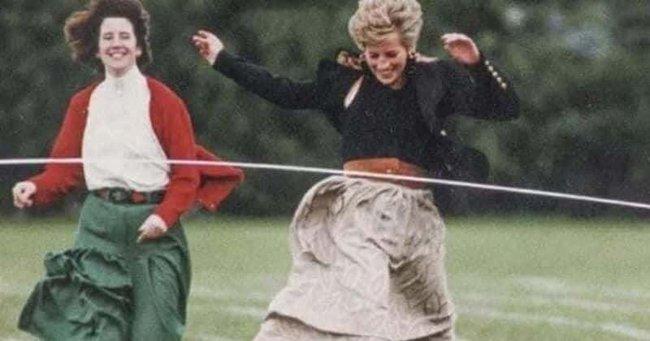 Ngày của Mẹ: Lại nhớ Công nương Diana lúc sinh thời, từng phá vỡ quy tắc Hoàng gia để tham gia cuộc chạy thi tại trường của các Hoàng tử khiến người hâm mộ nức lòng - Ảnh 4.