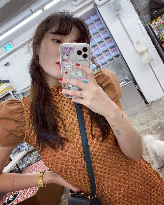 """Loạt mẫu nail chào Hè đẹp xuất sắc của sao châu Á, kiểu nào cũng """"sang tay"""" và tăng điểm phong cách ngoạn mục - Ảnh 6."""