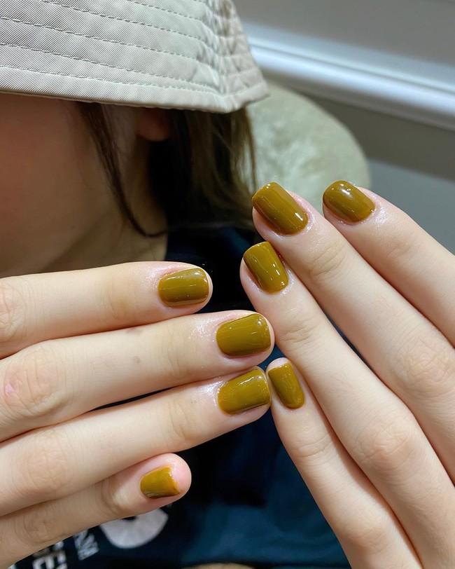 """Loạt mẫu nail chào Hè đẹp xuất sắc của sao châu Á, kiểu nào cũng """"sang tay"""" và tăng điểm phong cách ngoạn mục - Ảnh 4."""