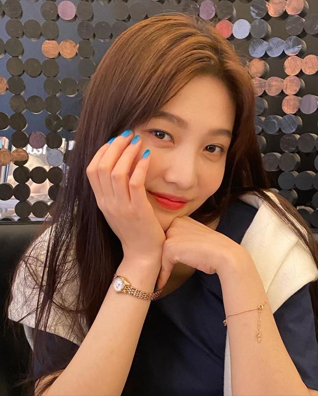 """Loạt mẫu nail chào Hè đẹp xuất sắc của sao châu Á, kiểu nào cũng """"sang tay"""" và tăng điểm phong cách ngoạn mục - Ảnh 1."""