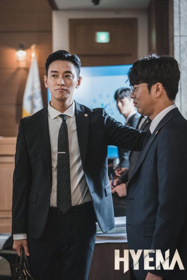 """Baeksang 2020 công bố đề cử: """"Hạ cánh nơi anh"""" chiếm 6 suất, Hyun Bin - Son Ye Jin """"hỗn chiến"""" với Park Seo Joon - Kim Hee Ae - Ảnh 11."""