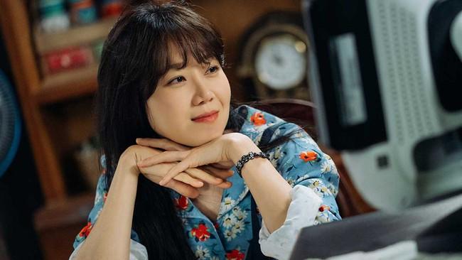 """Baeksang 2020 công bố đề cử: """"Hạ cánh nơi anh"""" chiếm 6 suất, Hyun Bin - Son Ye Jin """"hỗn chiến"""" với Park Seo Joon - Kim Hee Ae - Ảnh 4."""
