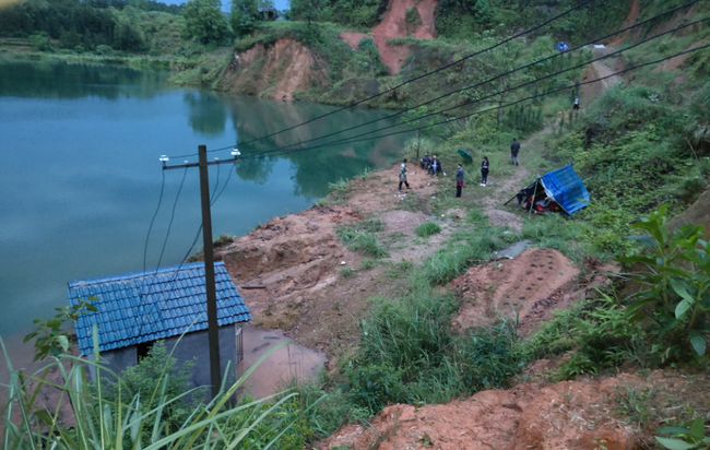 Thảm kịch ở ngôi làng hẻo lánh: Hành trình tìm kiếm 3 bé gái nhỏ tuổi đã tử vong và những chi tiết lạ khó giải thích - Ảnh 1.