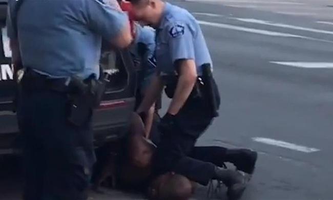 8 phút và 46 giây ám ảnh cả nước Mỹ: Khoảnh khắc cuối cùng của người đàn ông bị cảnh sát ghì chết - Ảnh 2.