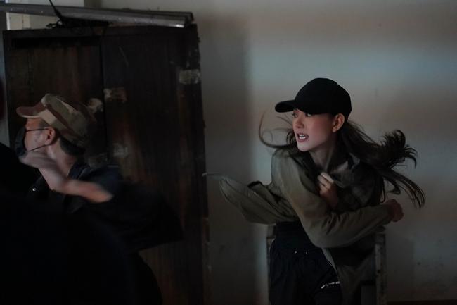 """Tập 3 webdrama """"Kẻ Săn Tin"""" của Minh Hằng bất ngờ bị Youtube tháo bỏ vì gắn mác bạo lực, khủng bố - Ảnh 2."""