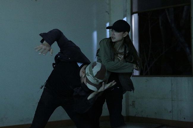 """Tập 3 webdrama """"Kẻ Săn Tin"""" của Minh Hằng bất ngờ bị Youtube tháo bỏ vì gắn mác bạo lực, khủng bố - Ảnh 6."""