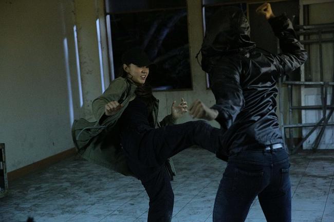 """Tập 3 webdrama """"Kẻ Săn Tin"""" của Minh Hằng bất ngờ bị Youtube tháo bỏ vì gắn mác bạo lực, khủng bố - Ảnh 4."""