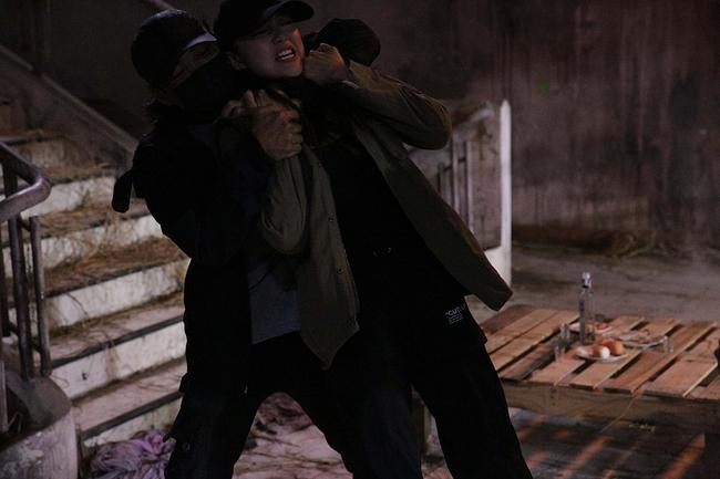 """Tập 3 webdrama """"Kẻ Săn Tin"""" của Minh Hằng bất ngờ bị Youtube tháo bỏ vì gắn mác bạo lực, khủng bố - Ảnh 5."""