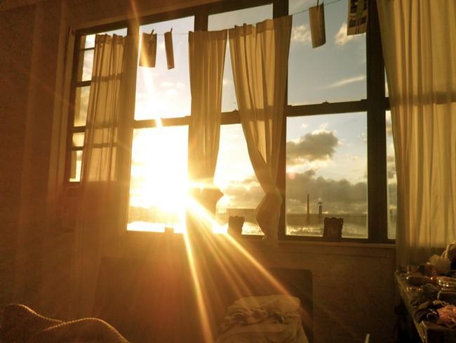 """Trời nắng """"phát cáu"""" mà không có điều hòa, hãy thử ngay 5 cách giúp cơ thể giữ mát cực đơn giản không phải ai cũng biết - Ảnh 1."""
