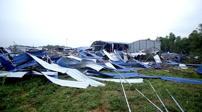 Người sống sót khi bị lốc xoáy cuốn đi ở Vĩnh Phúc: