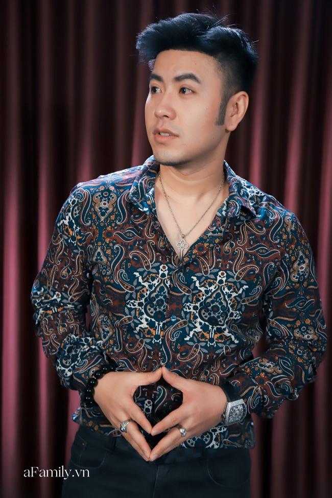 Bị ca sĩ đàn em chỉ thẳng mặt chê hết thời, Akira Phan đáp: Lúc tôi còn nổi tiếng xin hỏi họ ở đâu - Ảnh 3.