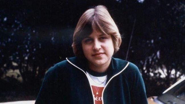 Thăng trầm cuộc đời Ellen DeGeneres: Tuổi thơ bị bố dượng lạm dụng, nhìn bạn gái chết trước mắt, bị nước Mỹ quay lưng chỉ vì muốn sống thật - Ảnh 1.