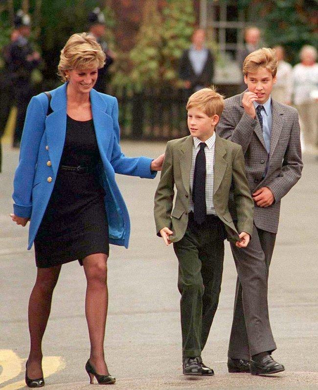 Điều ít biết về hai món đồ Công nương Diana nắm chặt trong tay sau khi trút hơi thở cuối cùng khiến nhiều người ám ảnh cho đến tận bây giờ - Ảnh 8.