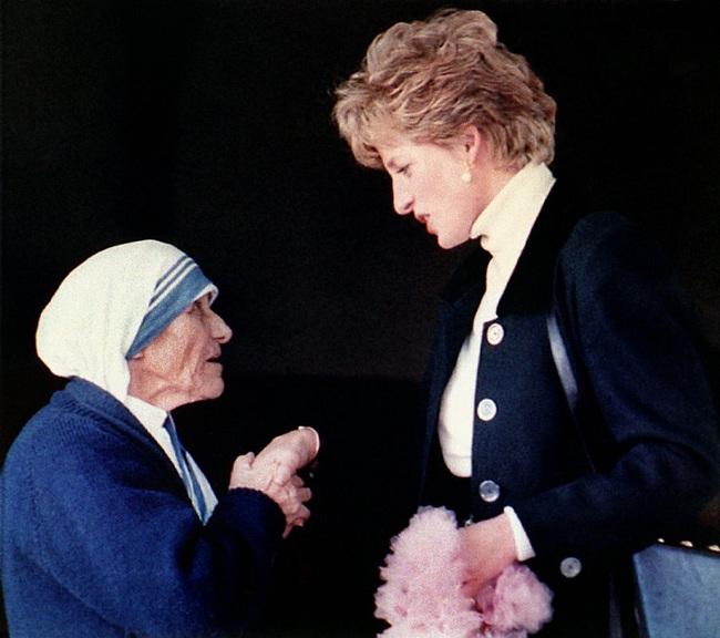 Điều ít biết về hai món đồ Công nương Diana nắm chặt trong tay sau khi trút hơi thở cuối cùng khiến nhiều người ám ảnh cho đến tận bây giờ - Ảnh 4.