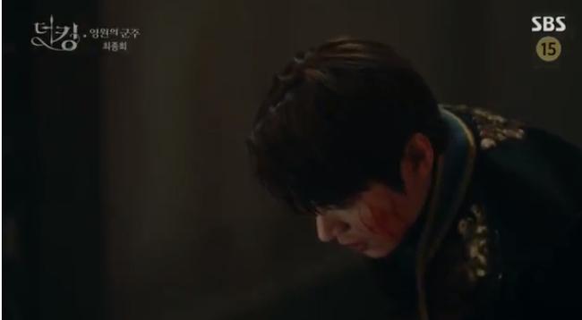 """""""Quân vương bất diệt"""" tập cuối: """"Happy ending"""" dành cho Lee Min Ho và Kim Go Eun, mãn nguyện nụ hôn siêu ngọt của đôi trẻ - Ảnh 3."""