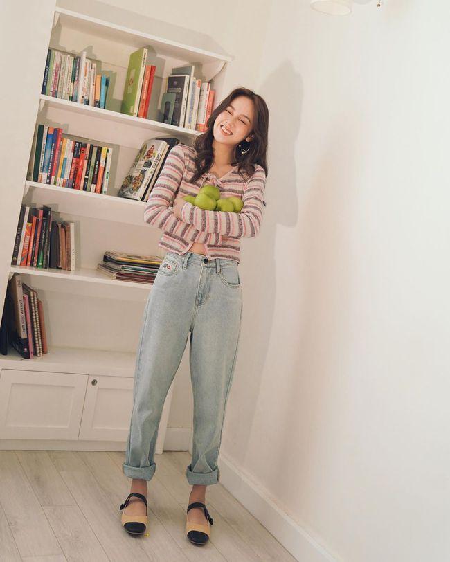 """Các mỹ nhân 8x của Vbiz cực kết một mẫu quần jeans hack tuổi siêu phàm, ai diện lên cũng trẻ và """"ăn chơi"""" hẳn - Ảnh 9."""
