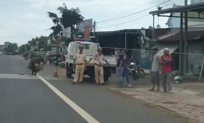 Vụ 2 xe tải và 1 ô tô lao vào chợ ở Đắk Nông: Ít nhất 5 người chết - Ảnh 4.