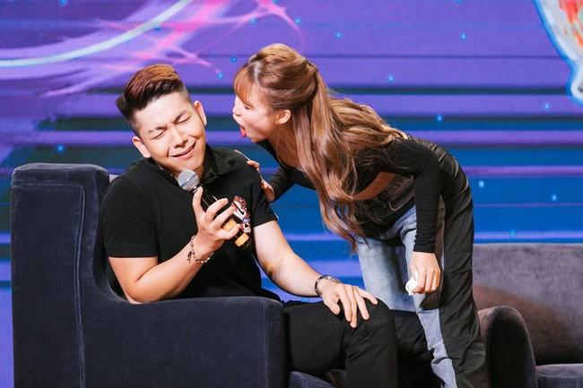 Vợ chồng Khởi My và Kelvin Khánh bất ngờ tiết lộ chuyện sẽ sống với nhau cho tới già mà không sinh con - Ảnh 1.